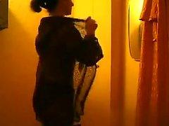 amateur brunette cames cachées strip-tease voyeur