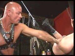 muscolo piercing rubinetto crudo