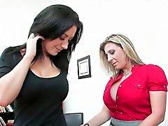 big boobs blondine brünett lesbisch