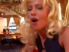 amateur blondinen strümpfe politur frau