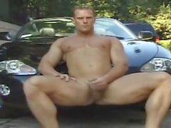 cleanin his car