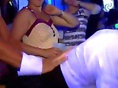 blowjobs eylem kulüp clubbers sarhoş parti porno