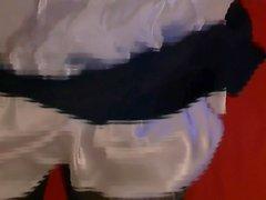jolies dessous soyeux et mes jupes mes sextoys mon sperme