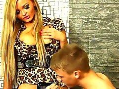 милашка бисексуал блондинка минет лицевой