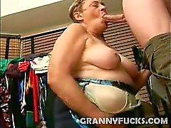 amateur mamada abuelita