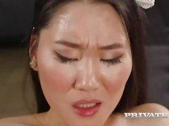 sesso orale brunetta tette piccole