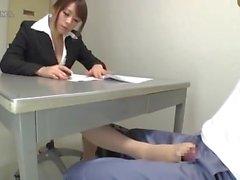 pantyhose japanese trabajando con el pie corrida japonesa belleza