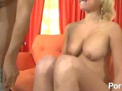 blond amatör interracial svart blond ung naturlig tits stora bröst kuk suger bbc stor