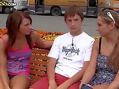 18 3some abholen öffentlichkeit teenager