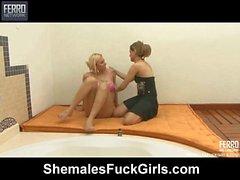 Angel&Amanda shemale fucks lady movie