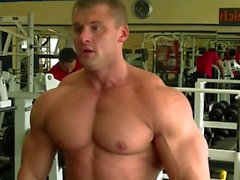 bodybuilder posiert workout amateur