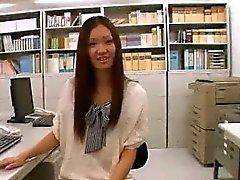 asiatisch baby öffentlichkeit solo uniform