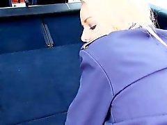 rubia mamada doggystyle al aire libre público