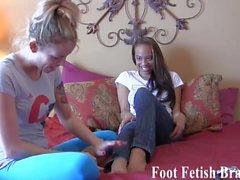 bdsm femdom fétichisme des pieds lesbiennes bas