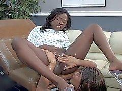 милашки лесбиянки milfs разбрызгивание
