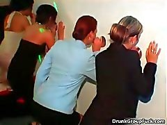 amateur pijpbeurt dronken gangbang groepsseks