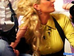 blondine brünett abspritzen fetisch glory hole