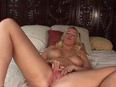 gros seins blond hd masturbation