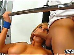 bebek büyük göğüsler sarışın oral seks hd