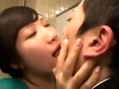 aasialainen isot kalut suihin japanilainen teini-ikäinen