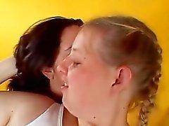 peituda lesbo beijando provocá dedilhado
