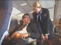 hôtesse de l'air branlette avion