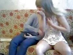 a masturbação garota orgasmo russo seios pequenos incrível
