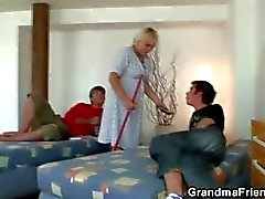 grandmafriends velho a avó - trindade mature- 3some