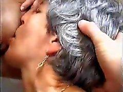 behaard lesbiennes rijpt oude jonge