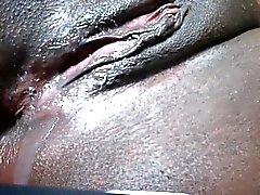 amateur noir et ébène en gros plan sperme sur le cul