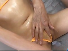 Strong pussy stimulation for Iori Mizuki