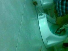 vakooja urinaalin - vakoilla twink