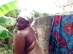 siyah ve abanoz kamu çıplaklık sağnak açık afrika