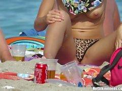 hotbikiniteens встык большой пляж сиськи сиськи бирюзовый вуайерист cameltoe пляж