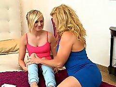 blond hd lesbienne mature vieux jeune