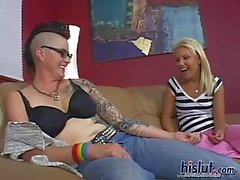 grote borsten lesbisch tatoeëren doordringend brunette
