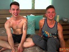 stort reser upp glad homofile bögen män gayvänligt muskel homosexuella