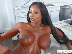 diamond jackson preto grande boobs milf bubble