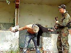 homossexual bdsm ao ar livre militar