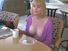 kısraklar büyük göğüsler milfs büyük izmaritleri anne