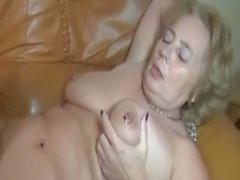 le sexe vaginal mature gros seins