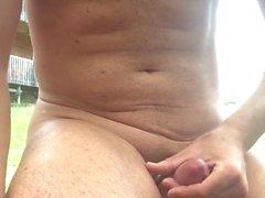 homossexual avarento músculo ao ar livre