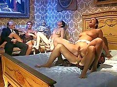 karvainen italialainen pornotähti threesomes vuosikerta
