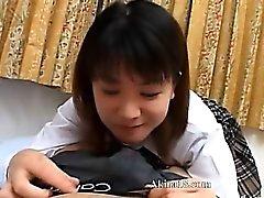 aasialainen tyttö suihin ruskeaverikkö