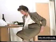 брюнетка hd мастурбация соло чулки