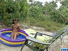 babysitter brunett utomhus teen