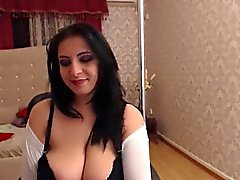 amateur big boobs brünett masturbation solo
