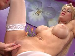 британская блондинка реальность большая сиськи поддельные сиськи чулки девушки лесбиянки порно фото трение пузыря