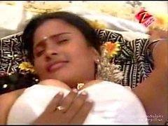 exotiska bröst sugande säng