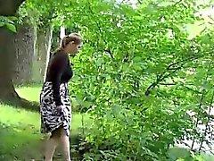 brunetta feticcio milf all'aperto pubblico
